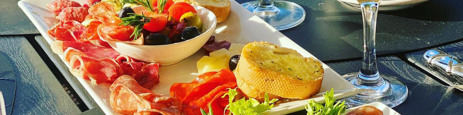 umbrella-restaurant-bonaire-slider-image-4